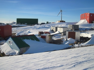 Base_AUS-Mawson Old & New Station