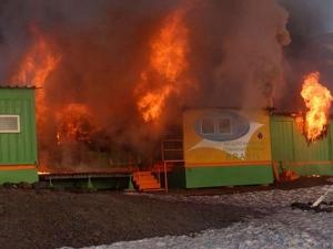 Basi BRA Fire at Base Com. Ferraz